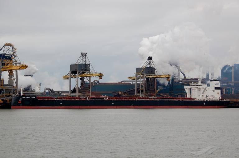 1艘懸掛香港特區旗幟的中國貨船「開普敦號」滿載煤炭從美國出發,在當地時間19日於直布羅陀海域發生爆炸,造成4人受傷。(圖擷自https://www.vesselfinder.com/)