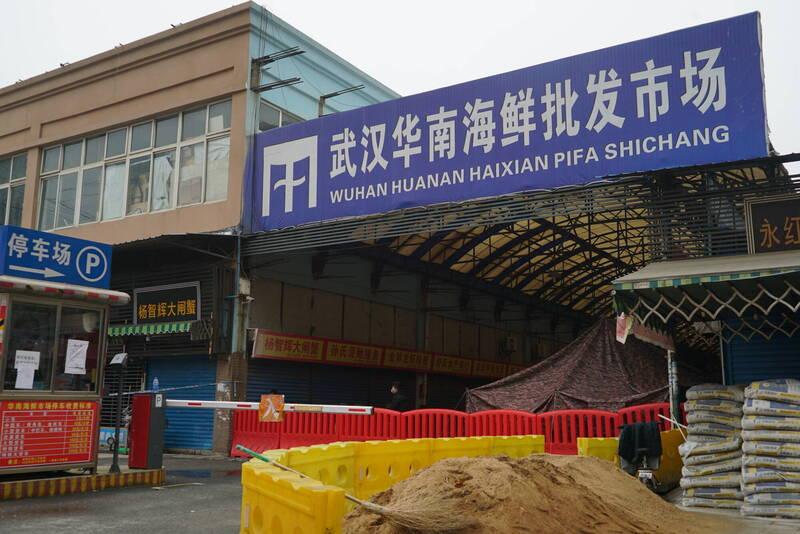世界衛生組織(WHO)專家小組日前訪問武漢調查疫情起源,圖為武漢華南海鮮市場。(美聯社)