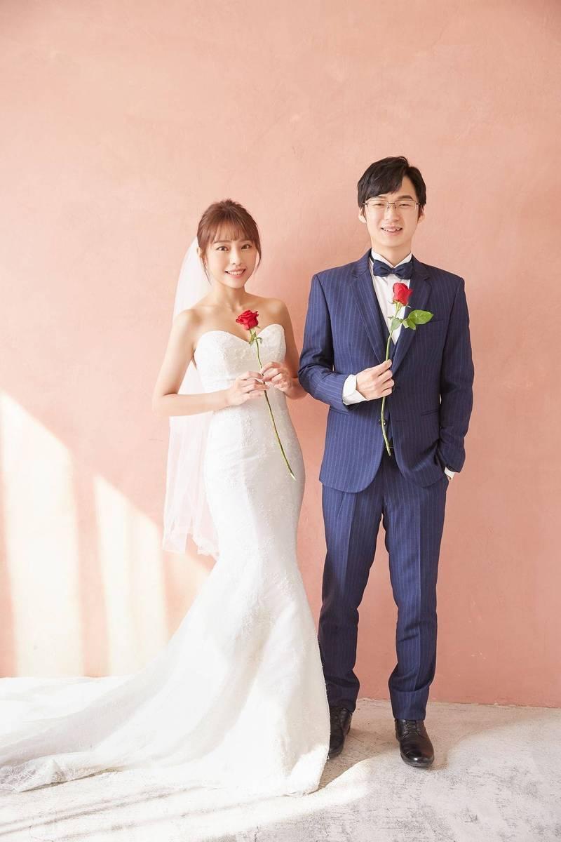 陳其邁首席幕僚高偉勝(右),將與相戀多年的女友走上紅地毯。(高偉勝提供)