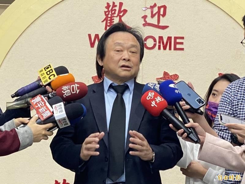 台北市議員王世堅表示,柯很悲哀,竟拿台灣的歷史最傷痛一塊,拿來當祭品、孝敬馬英九,這很不應該。(記者楊心慧攝)