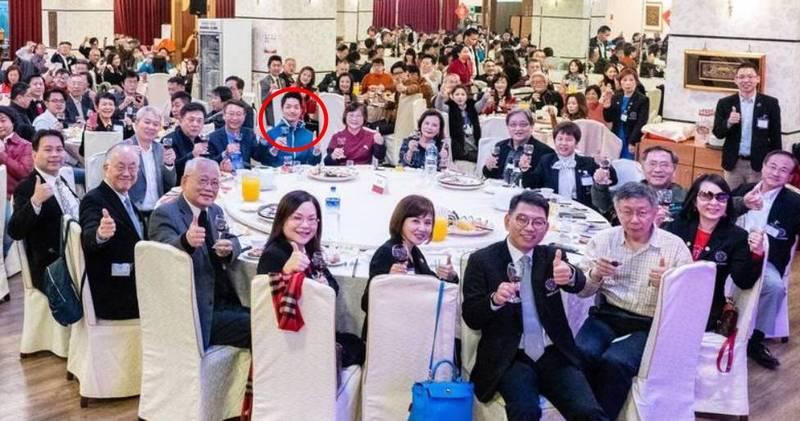 國民黨下屆台北市長最熱門人選蔣萬安(紅圈者)上週五至台北市政府,<b><a href=