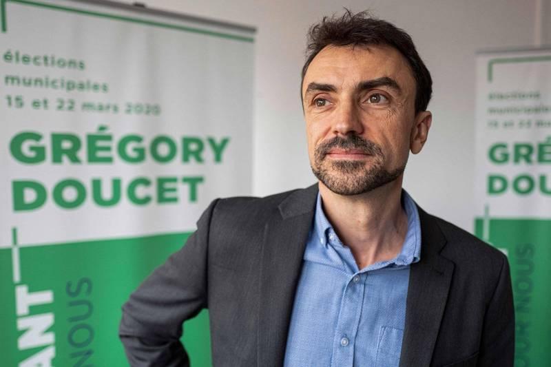 法國里昂市長杜塞特(Gregory Doucet,見圖)下令市內營養午餐全面排除肉類,但法國政府不同意他的行為,怒斥杜塞特此舉會影響兒童健康。(法新社)