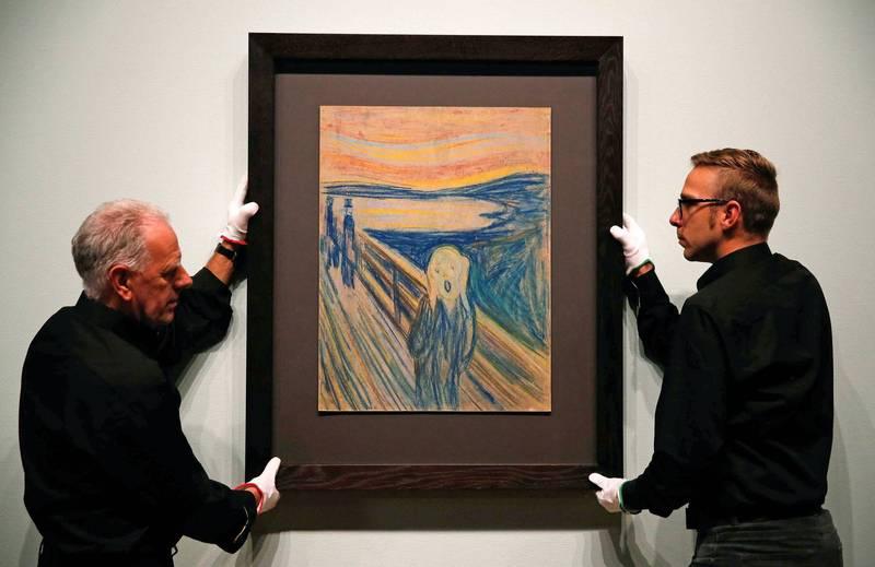 挪威國家博物館進行的最新測試證實了,《吶喊》左上角用鉛筆寫下的微小到近乎看不見的一行字句-「只有瘋子才畫得出來」的筆跡是由孟克本人親自所寫。(歐新社)