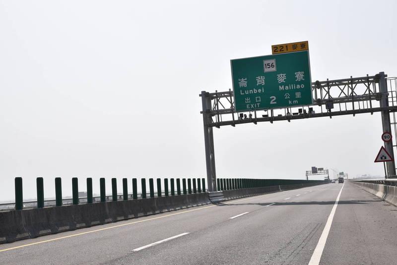 台61線西濱快速道路筆直、寬敞,用路人超速情況嚴重,雲林段固定測速照相去年取締近2萬件,其中最高飆速191公里。(資料照)