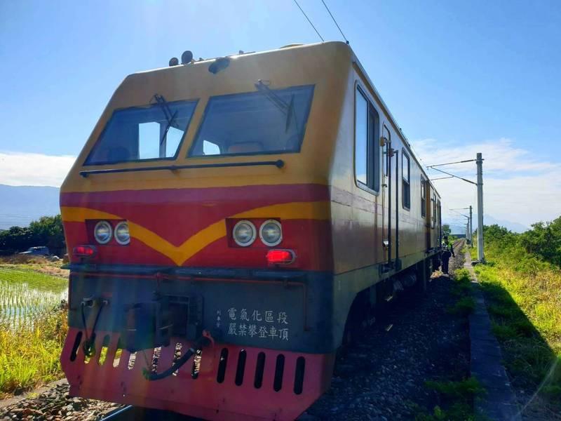 台鐵台東海端站今發生電力維修車追撞3名道班工的意外事故,其中2人已宣告不治。(台鐵提供)