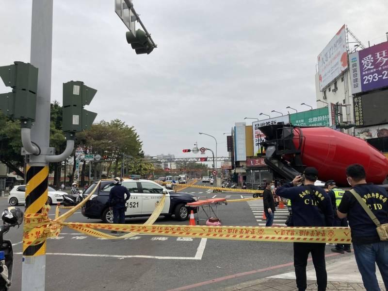 身分待查!台南混凝土車撞死單車翁 疑內輪差、視線死角釀禍