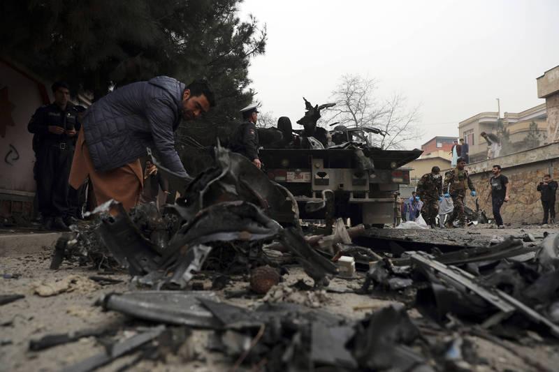 聯合國今天公佈一份報告顯示,阿富汗平民死傷數在2020年最後3個月出現了激增情況,圖為阿富汗首都喀布爾2月21日爆炸案現場。(美聯社)