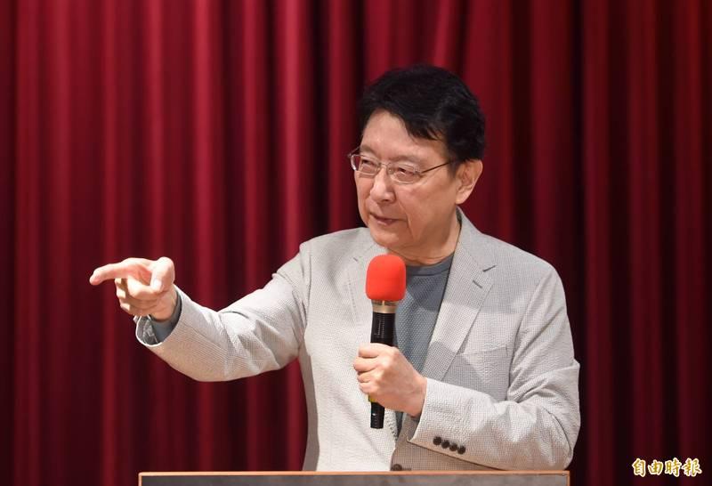 中廣董事長趙少康23日針對國家憲政體制、不在籍投票以及18歲公民權三大議題召開記者會,說明擘劃方向。(記者羅沛德攝)