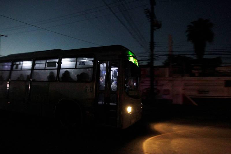 司機也跳車!公車上遭前男友狂捅30幾刀 乘客全落荒逃