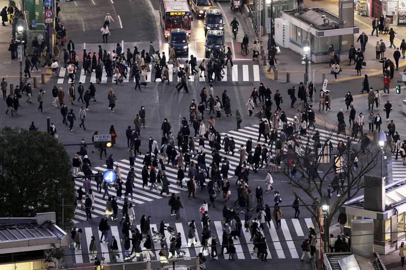 日本22日新增740例確診、56例病歿。圖為東京街景。(彭博)