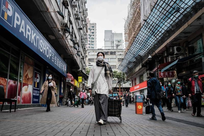 香港為因應第4波疫情自去年12月2日起便開始實施限聚令,期間橫跨耶誕節、新年及農曆新年假期。(法新社)