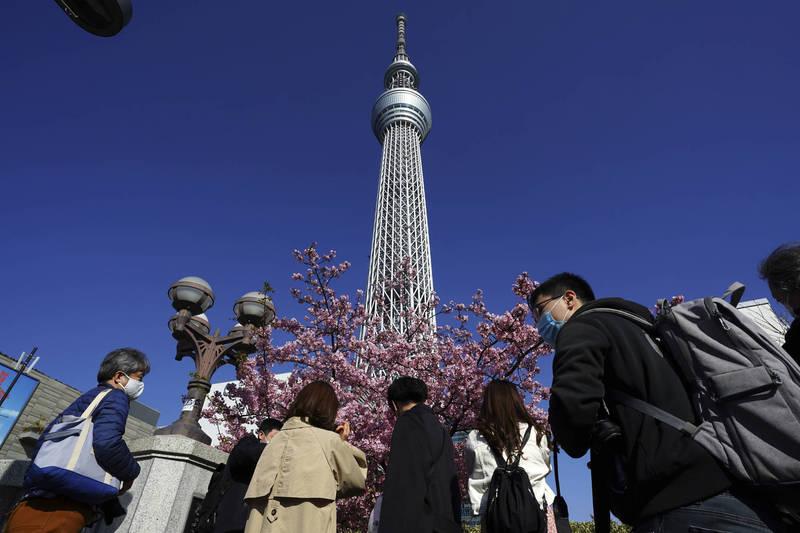 日本首都圈1都3縣將維持緊急事態直至3月7日。圖為東京晴空塔。(美聯社)
