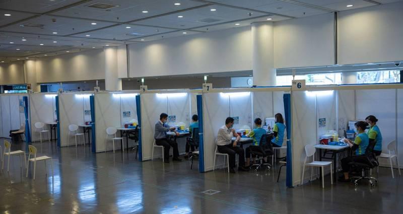 香港本週將展開武肺疫苗接種計畫,今晨預約系統開始開放,結果一度出現塞車狀況,截至今上午8時則有超過3萬名市民預約。(歐新社)