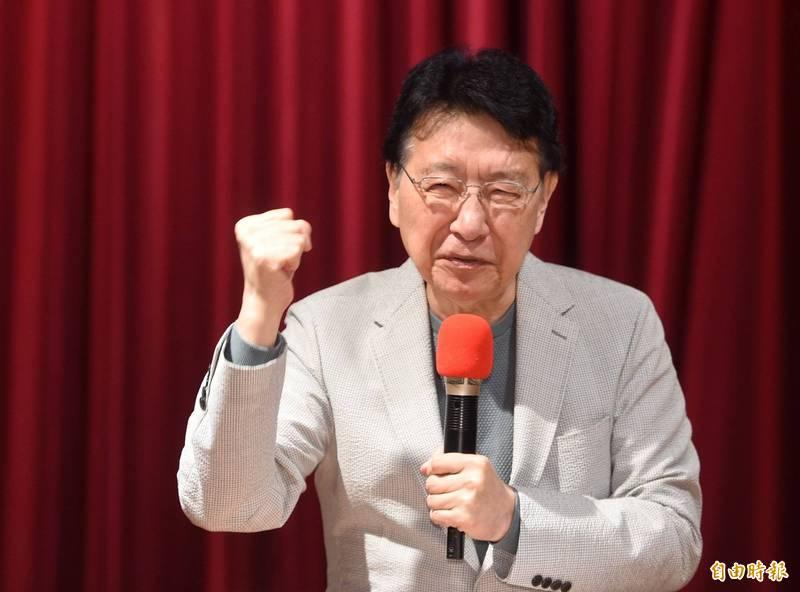 中廣董事長趙少康23日開記者會,談各項憲政及兩岸議題。 (記者劉信德攝)