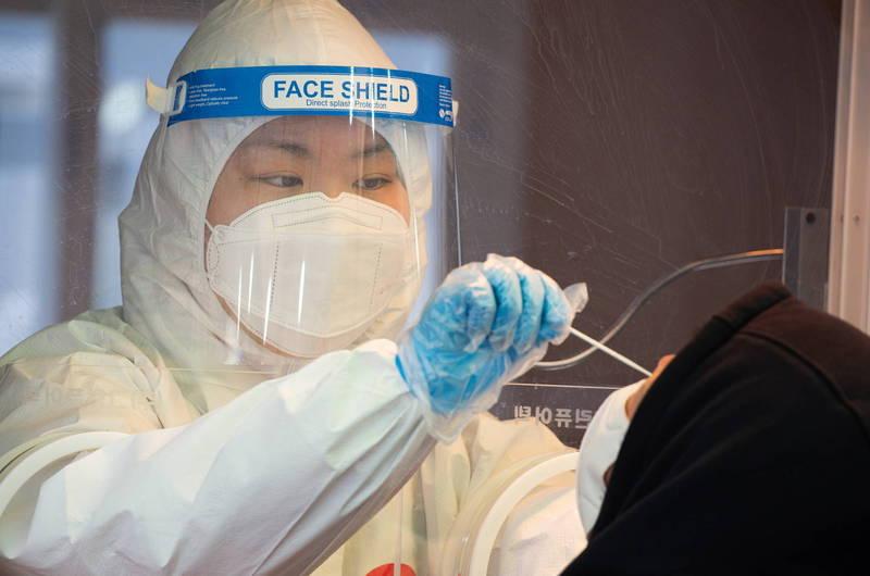 南韓境內武漢肺炎(新型冠狀病毒病,COVID-19)昨新增357例、11例死亡。示意圖。(路透)(歐新社)