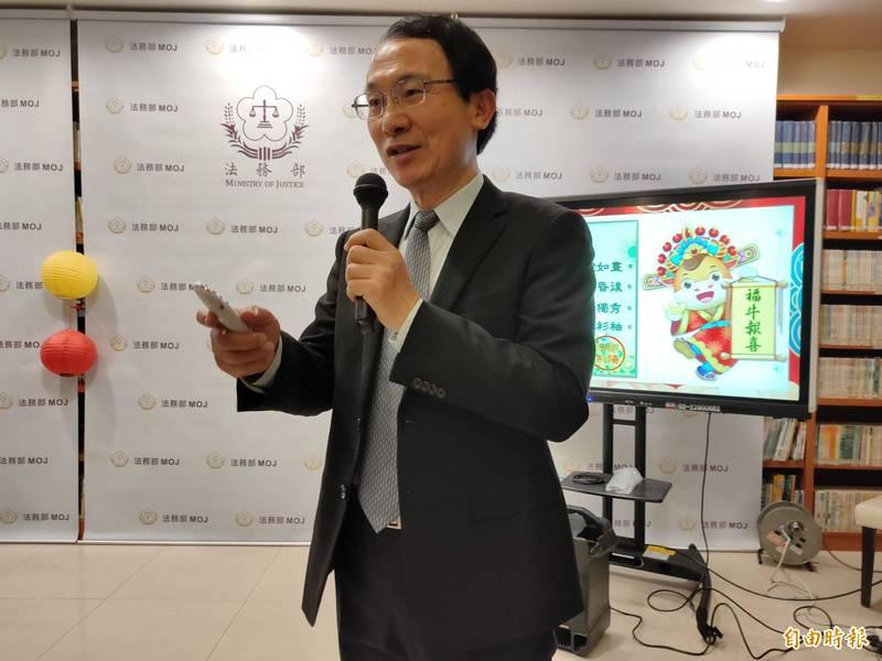 法制司代理司長王全成表示,人權影展將搭配澎湖花火節舉辦。(記者吳政峰攝)