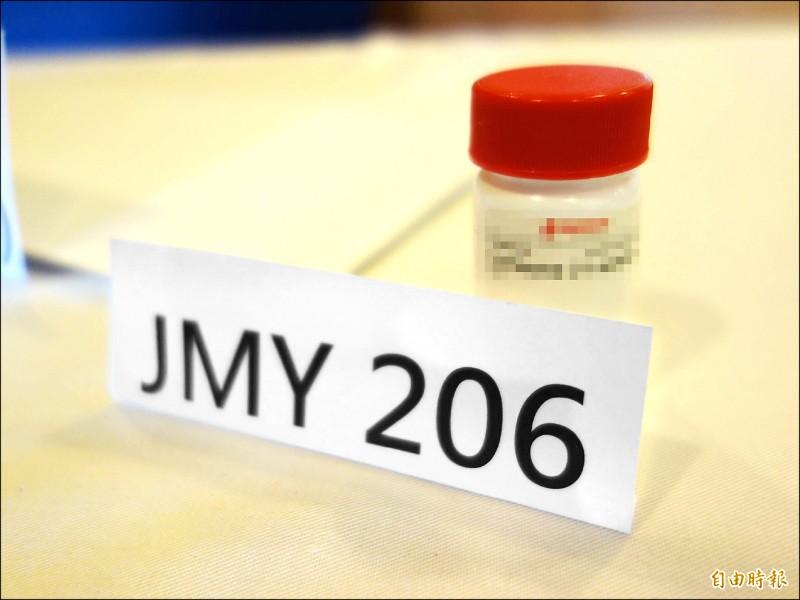 陽明交大等跨校團隊執行AI大數據分析,篩選證實有4種舊藥可有效抑制武漢肺炎病毒,其中抗發炎藥JMY206,比起「瑞德西韋」的療效還強30倍。(記者吳柏軒攝)