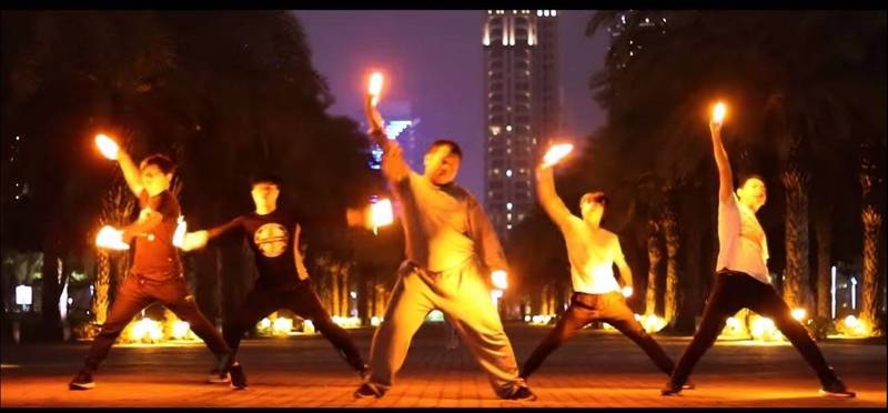 戰鬥哥成名10周年,再現經典神曲。(圖片擷取自Youtube「EvolutioN_Official」)