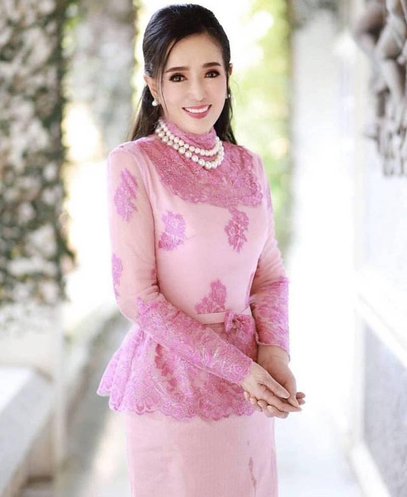 現年已74歲高齡的泰國選美皇后洪杉姑拉,模樣仍相當凍齡,讓人不禁懷疑時間是否在她身上按下了靜止鍵。(圖翻攝自apasrahongsakula個人IG)