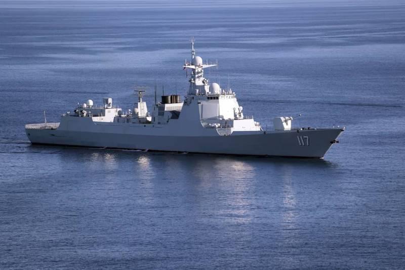 中共海軍第36批護航編隊今天與新加坡海軍在星國附近海域舉行聯演,圖為中共解放軍飛彈驅逐艦「西寧號」,與「貴陽號」同型。(法新社)