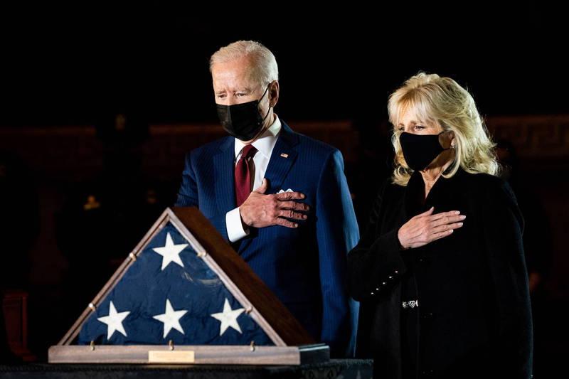 美國總統拜登26日將與第一夫人吉兒前往德州休士頓,視察暴風雪災情。(歐新社)