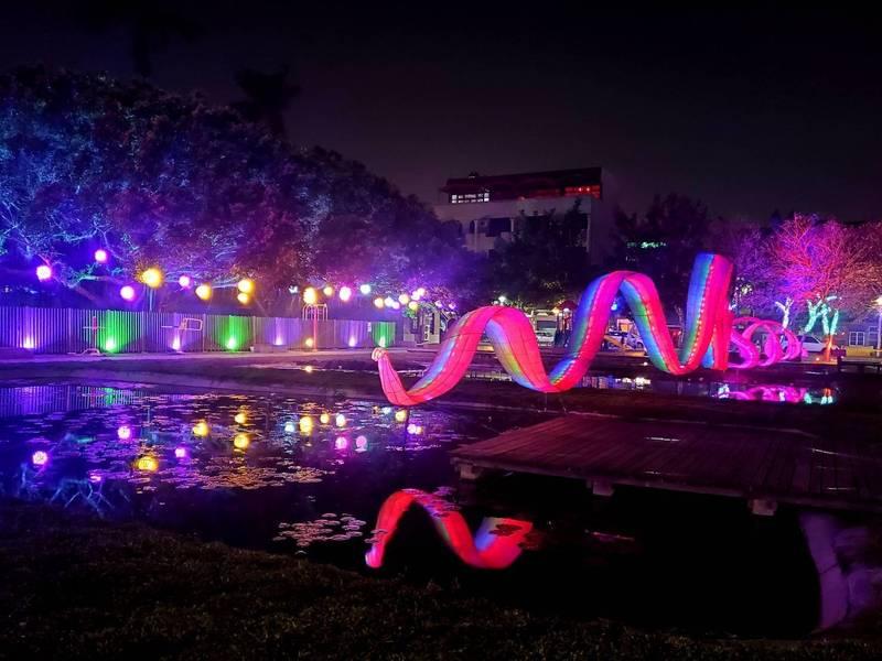 北港燈會因疫情取消,改推光環境藝術作品上場。(記者詹士弘翻攝)