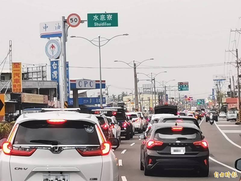 228連假將登場,警方將以春節規格疏導交通。(記者蔡宗憲攝)