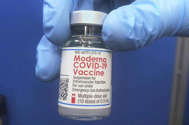 美國生技公司莫德納24日宣布,針對武漢肺炎南非變種病毒所開發的候選疫苗,已送往美國國立衛生研究院測試,很快將展開臨床試驗。(美聯社)