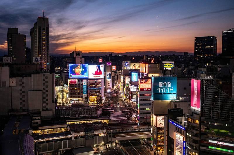 日本24日新增921例確診,死亡病例部分增加69例。圖為東京景觀。(法新社)