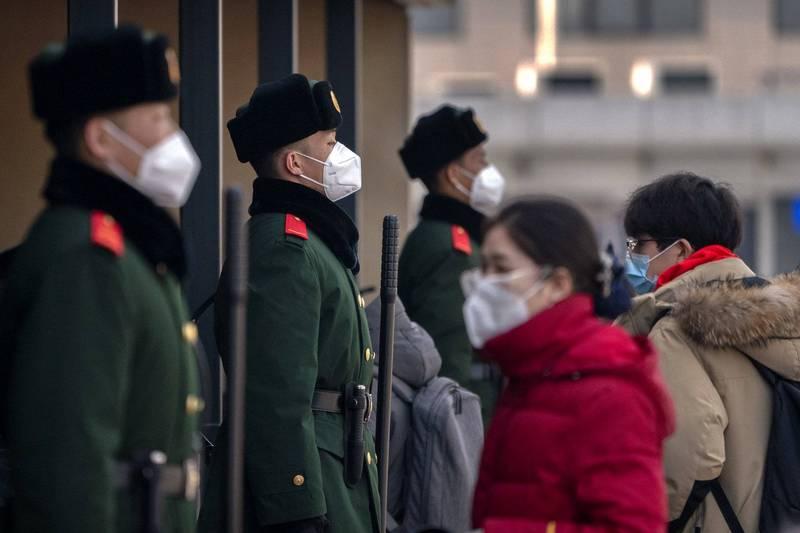 北京正高度戒備。圖為2月10日北京車站前的戒備一景。(美聯)