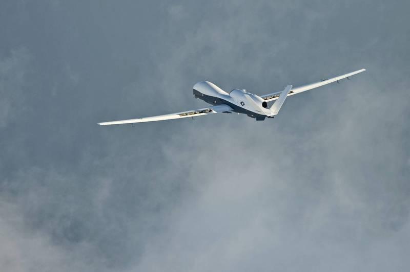 美軍1架MQ-4C「海神」偵察機連日朝東沙島方向前進。(路透檔案照)