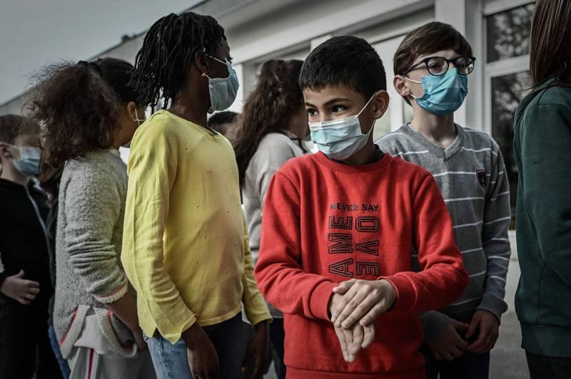 武漢肺炎》全球逾1億1251萬例確診 249萬多人病故
