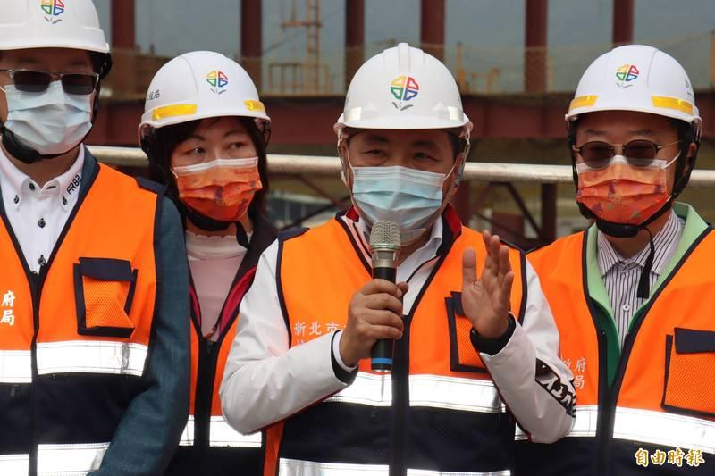 對中油第三天然氣接收站移至台北港方案,侯友宜表示尊重專家學者評估。(記者翁聿煌攝)