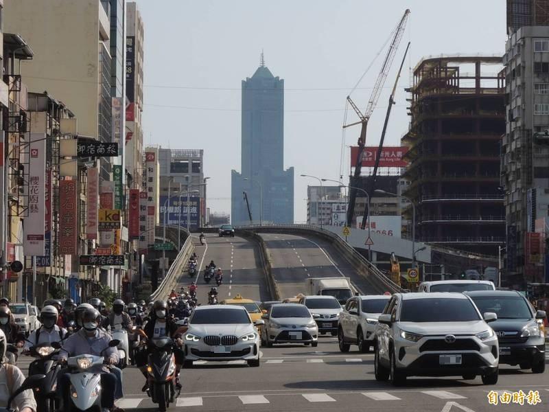 中博高架橋串接高雄市區最重要的橋樑之一。(記者王榮祥攝)