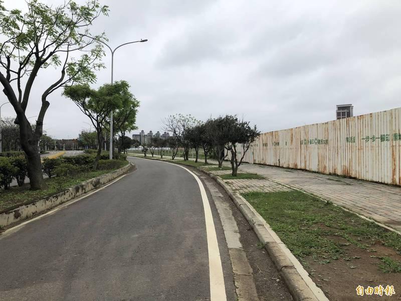 南港客運園區開發已經16年,至今仍是一片荒蕪。(記者謝武雄攝)