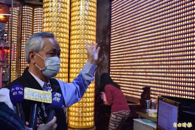 樂成宮董事長郭松益說,18萬盞燈全告罄,收到17萬多張摸彩券。(記者張瑞楨攝)