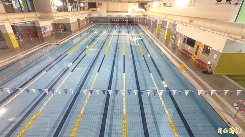 彰南國民運動中心因應疫情,試營運期間游泳池與健身房一日分5梯次開放,每梯次各開放100與50人。(記者陳冠備攝)