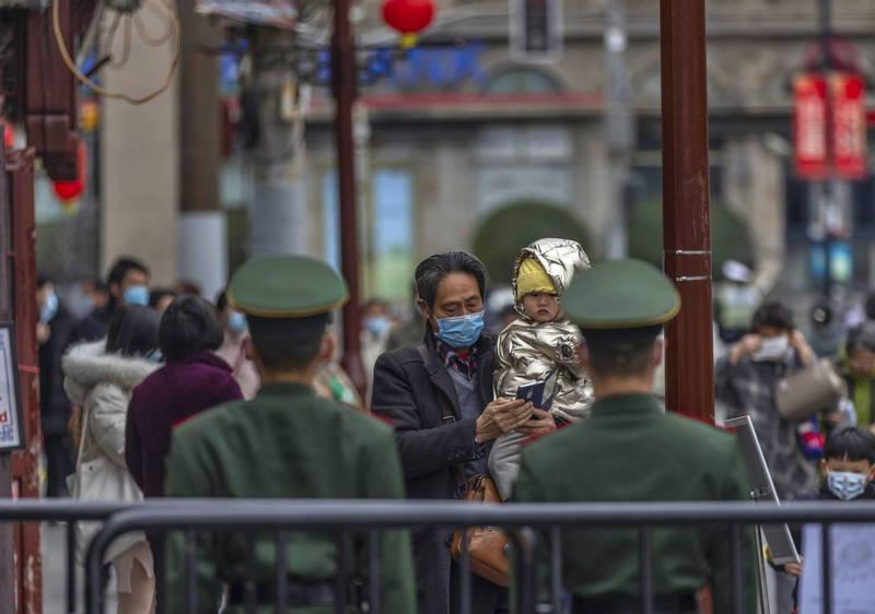 中國昨增境外確診6例,無症狀感染者6例。圖為上海旅遊景點。