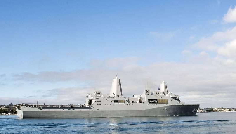 第五艦隊發言人瑞巴里希今日證實兩棲運輸艦「聖地牙哥號」(見圖)與飛彈巡洋艦「菲律賓海號」爆發武漢肺炎疫情。(美聯社)