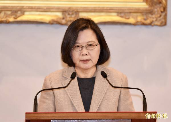 蔡英文除了嚴正澄清台灣鳳梨出口到對岸的合格率高達99.79%,也譴責中國此非正常貿易考量「對正常的貿易往來,一點幫助都沒有」。(資料照)