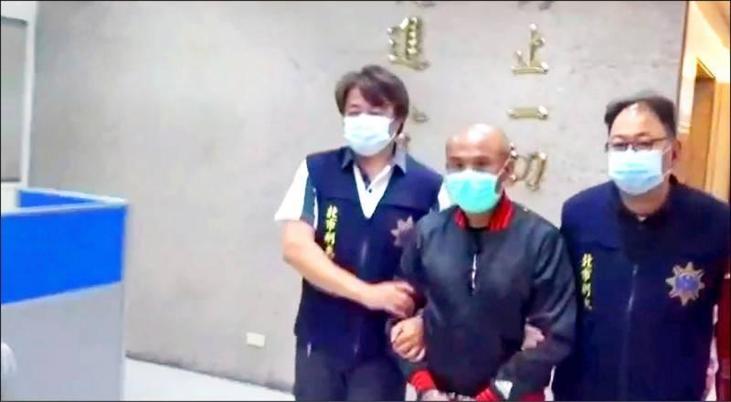 四海幫大哥、新加坡舞廳大股東郝廣民(圖中),被查出是搶案主使者。(資料照,記者翻攝)