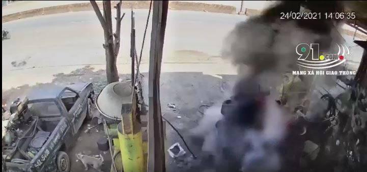 越南一名車廠老闆補胎時遭炸飛,不幸身亡。(圖片擷取自「91.com.vn」)