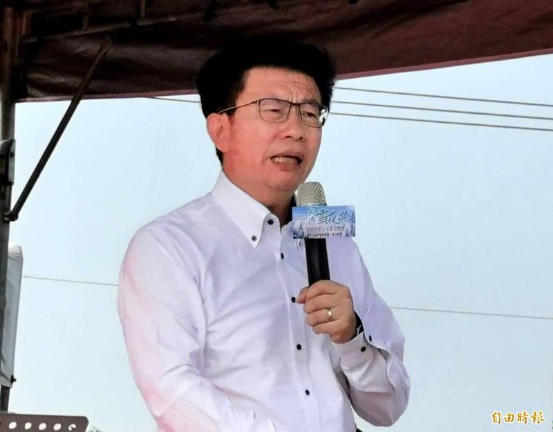 民進黨立委郭國文認為,中國突然禁止台灣鳳梨,是澳洲龍蝦事件的翻版。(記者吳俊鋒攝)