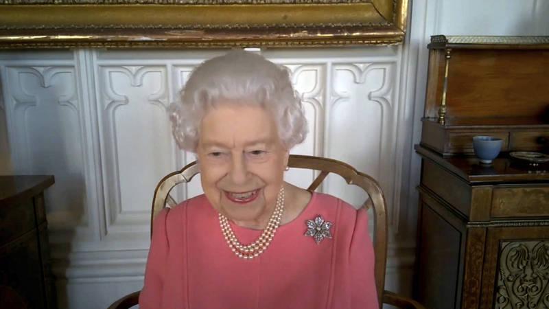 94歲的英國女王伊莉沙白二世(Elizabeth II)表示,接種疫苗一點都不會痛。(美聯社)