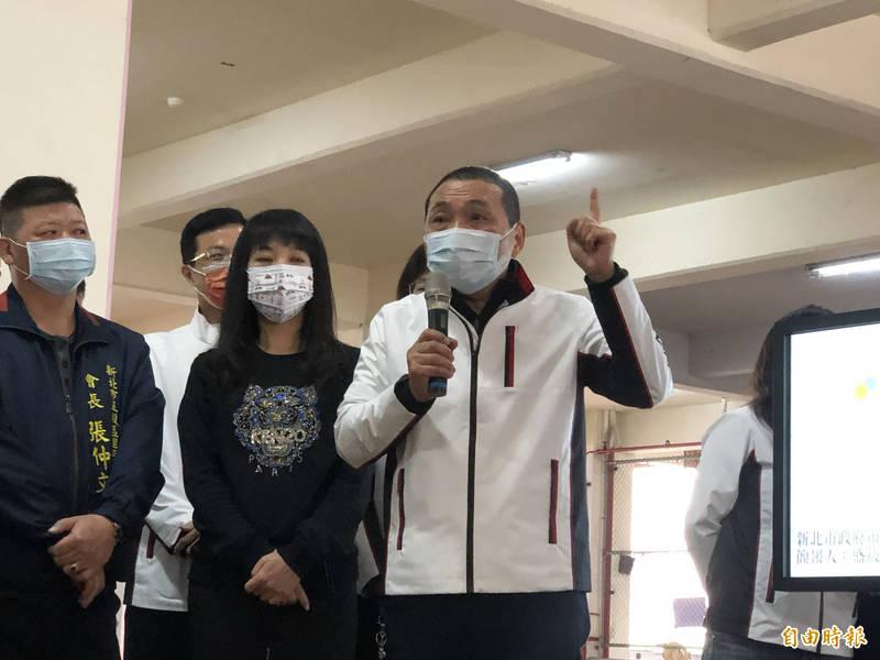 侯友宜表示,歡迎所有鳳梨到新北市拍賣,他絕對帶頭購買台灣農產品。(記者周湘芸攝)