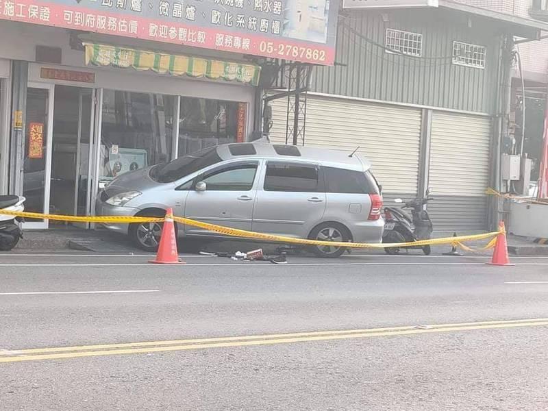 劉嫌駕駛豐田牌休旅車衝撞員警。(記者丁偉杰翻攝)
