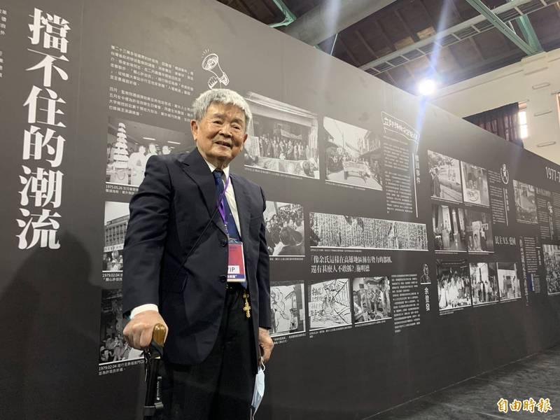 著名黨外攝影家陳博文展出1970年代黨外運動珍貴照片。(記者蔡淑媛攝)