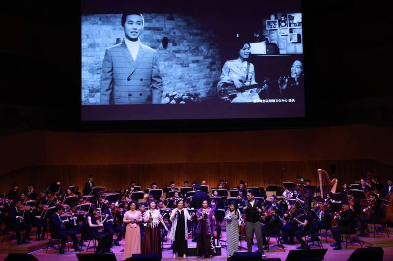 高雄228音樂會,高市交響樂與文夏四姊妹、林宗興,帶樂迷回首台灣電影的黃金年代。(高雄市文化局提供)