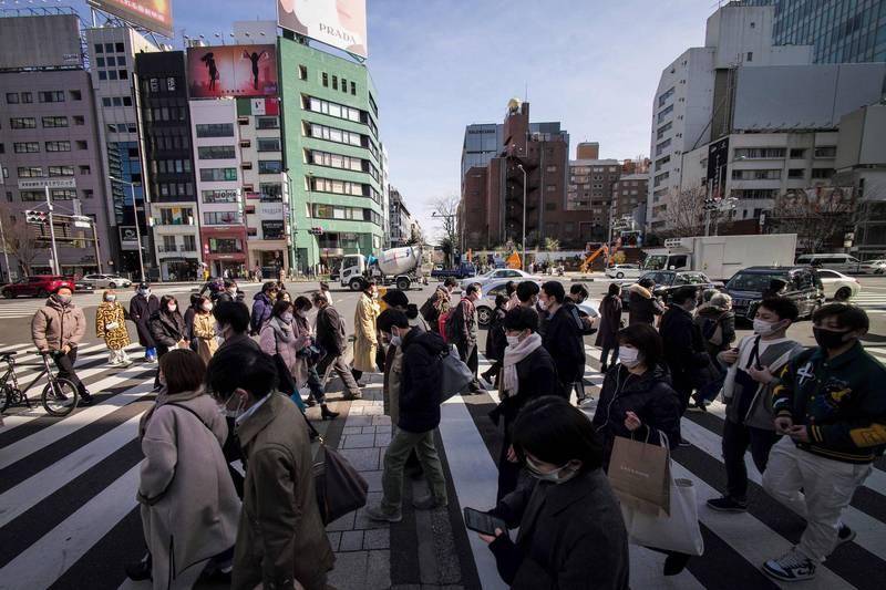 大阪、京都、兵庫等6府縣預定明天解除緊急事態,東京首都圈則還要再等等。圖為東京街景。(法新社)