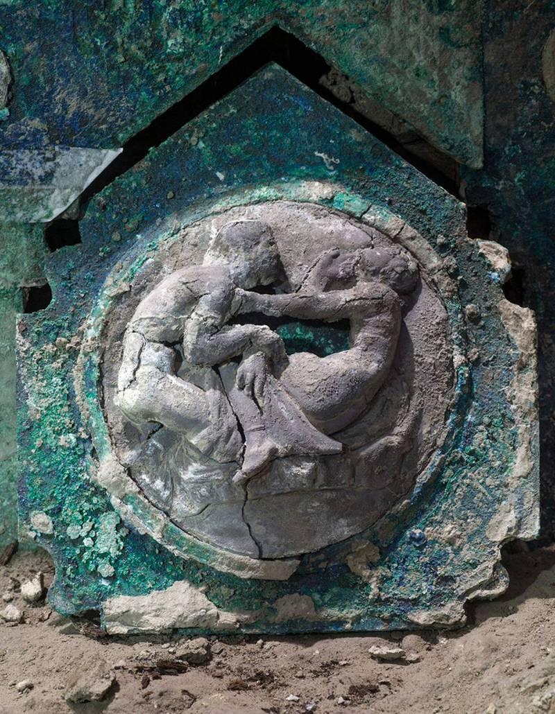 馬車的車輪有著獨特的雕刻。(路透)